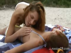 Lesbian babes take oneself to be sympathize each other