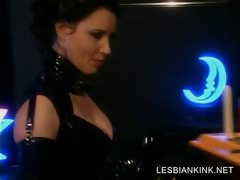 Slave forth latex gets her lesbo cunt dildoed